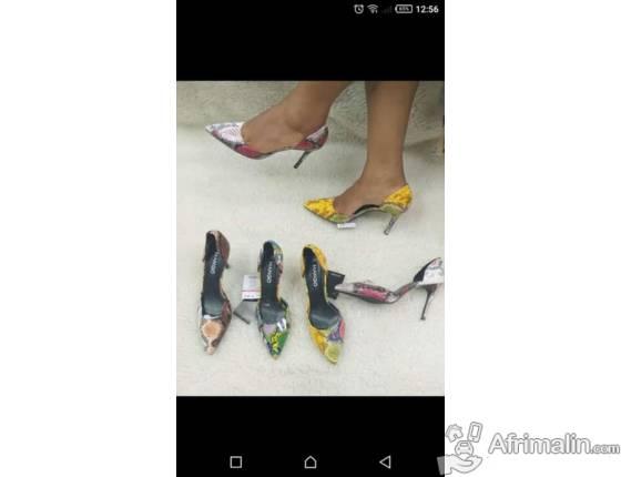 Chaussures de tendance disponible
