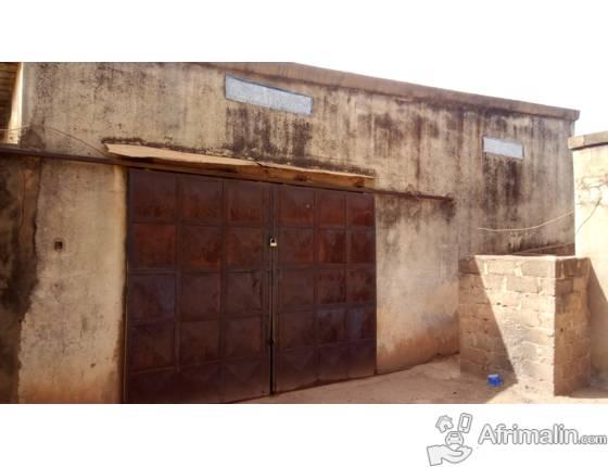 Magasin à louer à Ouagadougou; Entrepot