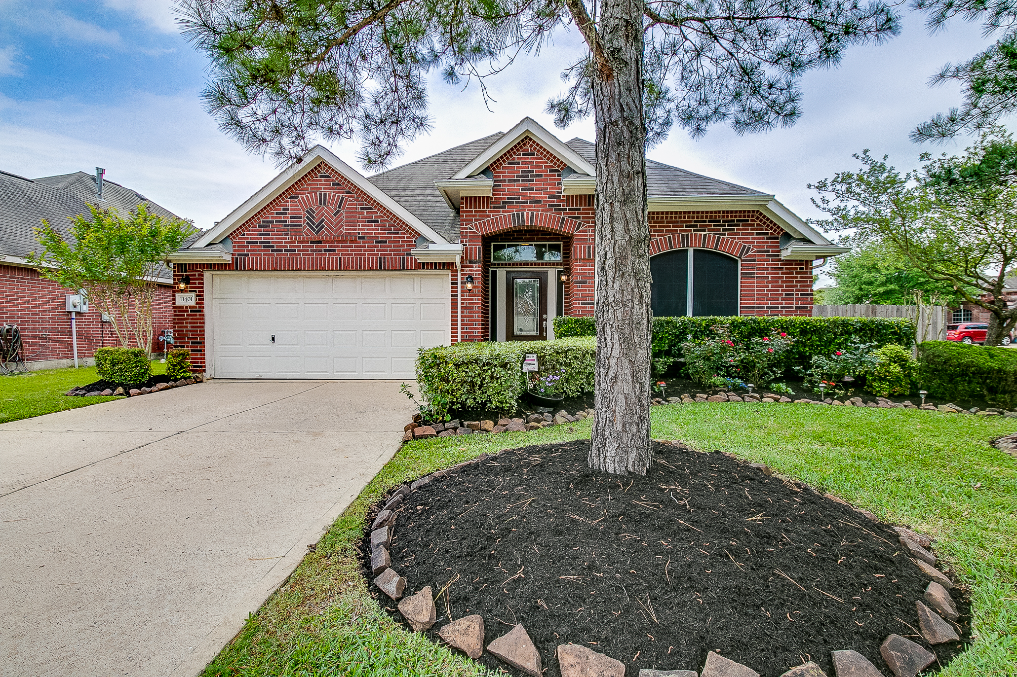 11401 Summit Bay Drive, Pearland, TX 77584 front