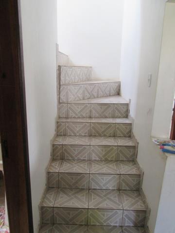 13. escada de acesso ao piso superior