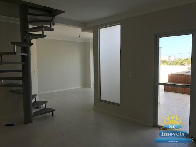 3. sala e escada piso superios