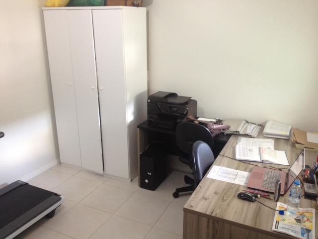 12. suíte no piso superior - escritório