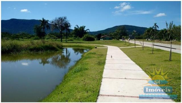 8. lago com pista de caminhada
