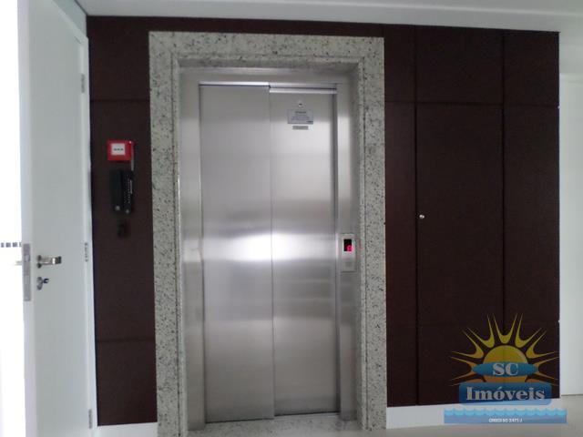6. elevador hall entrada