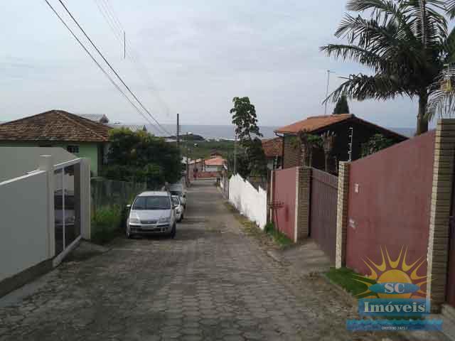 2. rua com vista para a praia do Santinho