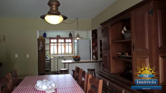 7. Sala de jantar e cozinha