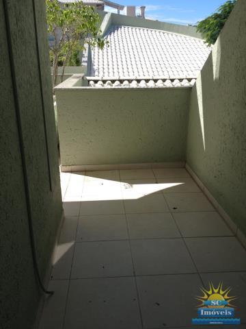 16. Terraço acesso área serv.