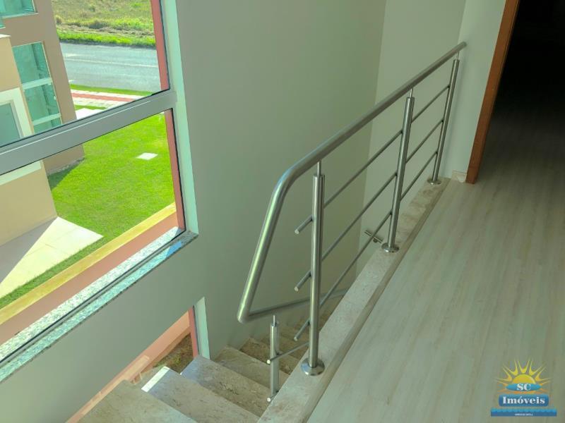 9. Escada