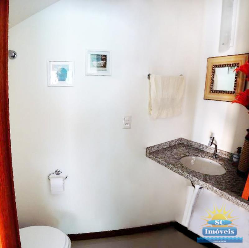 Casa Código 13939 a Venda no bairro Carianos na cidade de Florianópolis