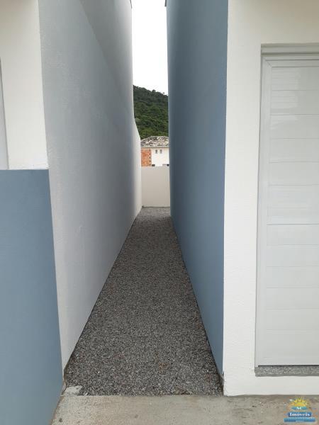 10. acesso lateral aos fundos do Imóvel.