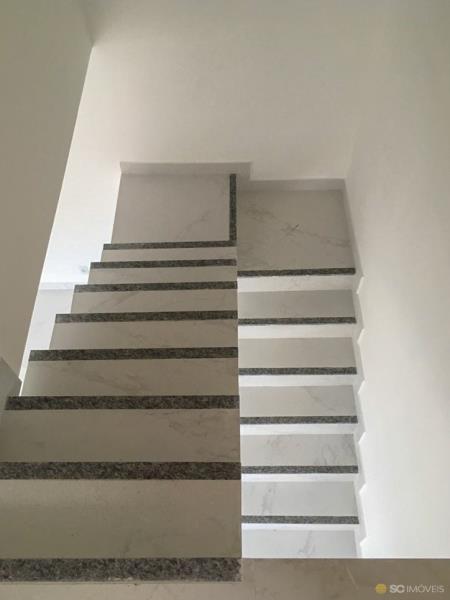 8. Escada