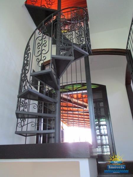 16. Escada mezanino