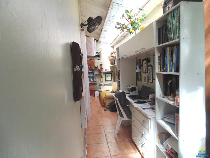22. Escritório (corredor externo do lado da casa)