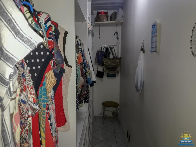 18. Closet