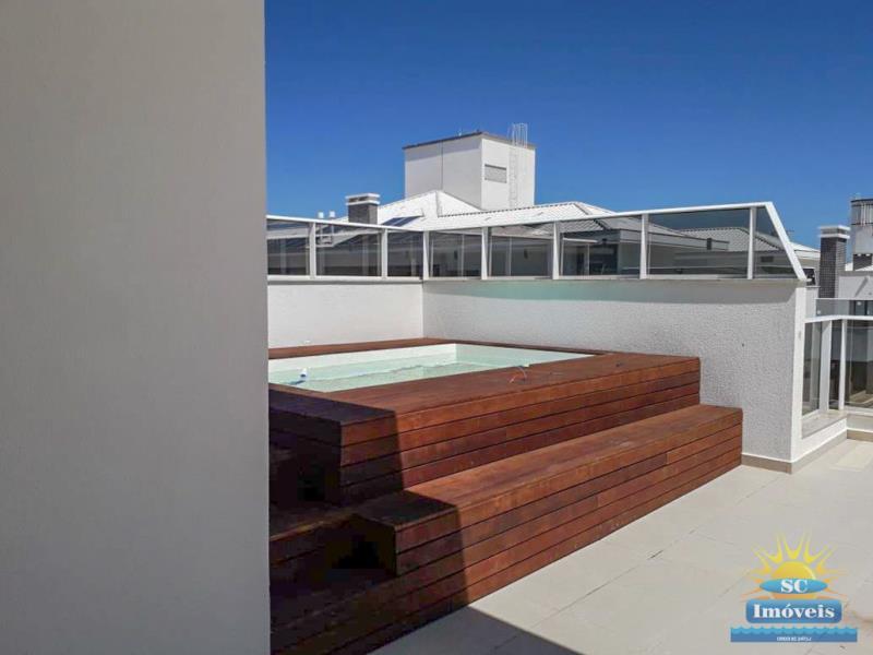 12. Terraço com piscina âng. 1