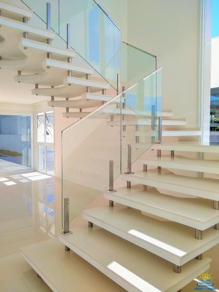 6. Escada