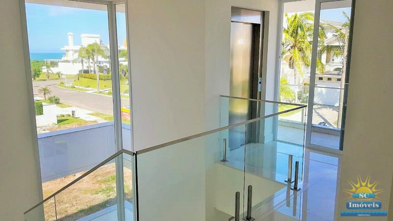 7. Piso superior/elevador