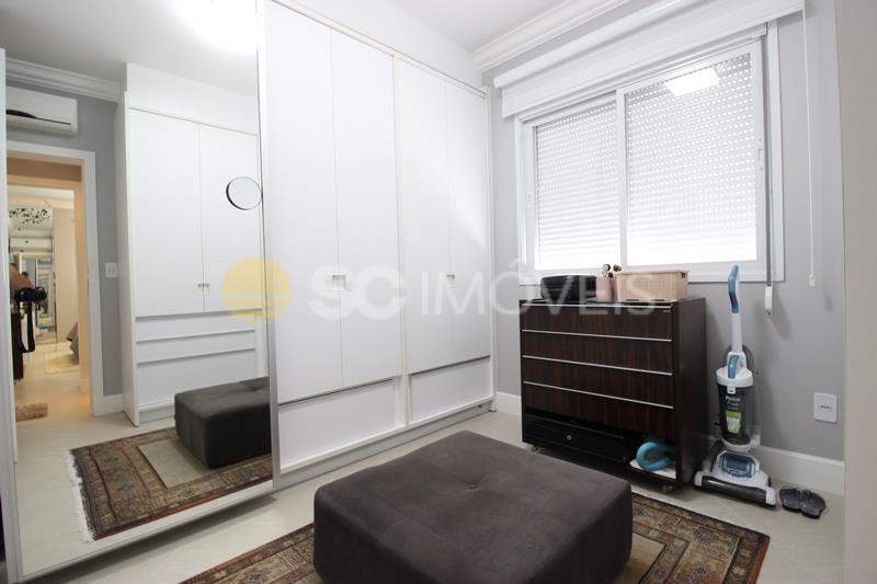 27. dorm 2_closet