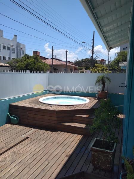 17. piscina e deck
