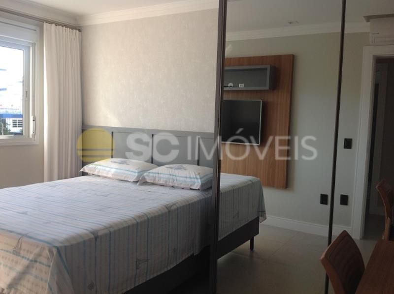 18. Dormitório com móveis planejados