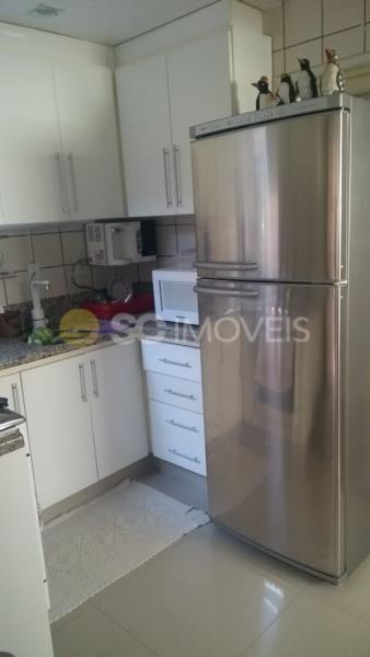 6. Cozinha com armários planejados