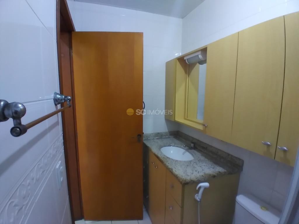 32. Banheiro da suíte - ângulo 2