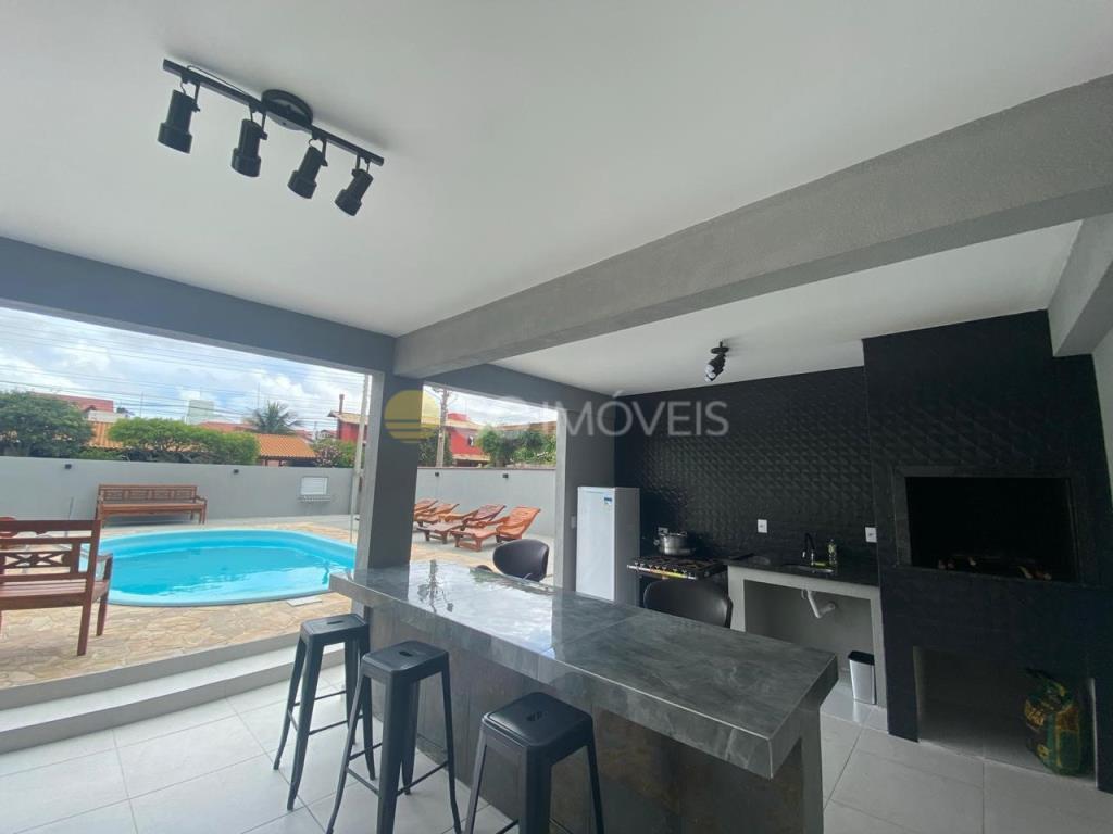 12. churrasqueira e espaço integrado piscina