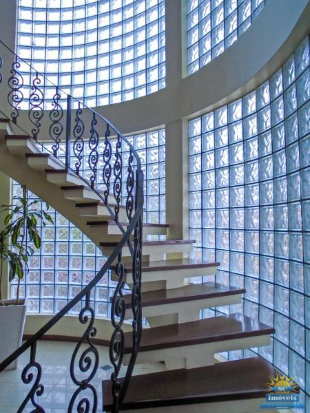 25. Escada