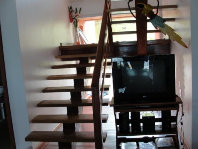 22. escada de acesso ao piso superior