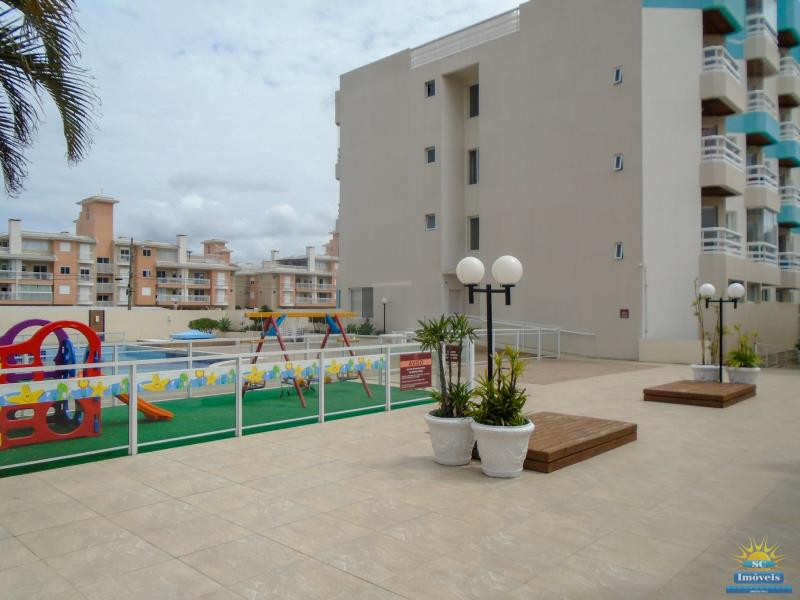 20. Área da piscina e playground âng. 2