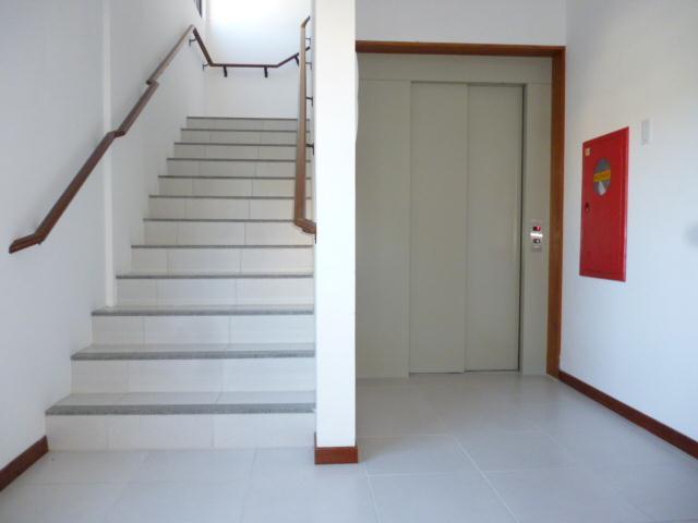 14. Elevador e acesso as escadas
