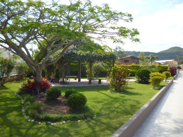 18. Jardim interno
