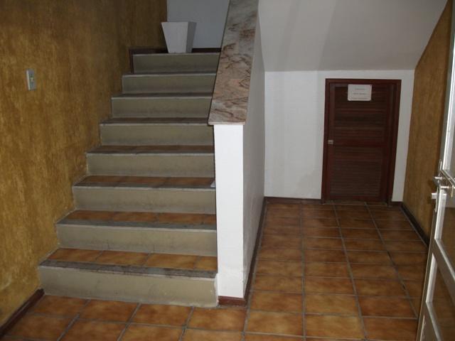 13. hallde entrada / escada