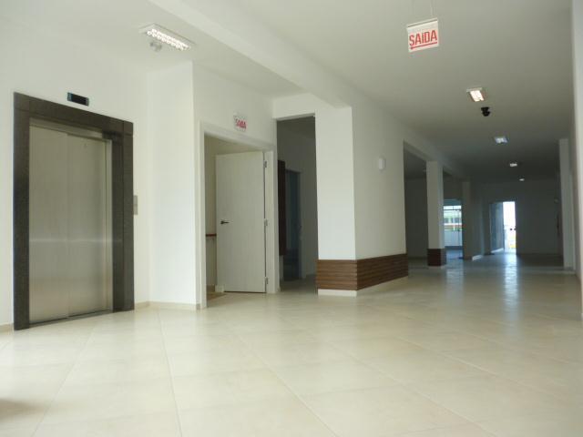 17. área interna corredor e elevador