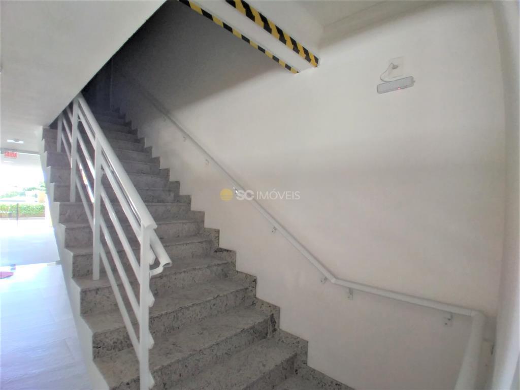 36. Escada acesso apartamentos
