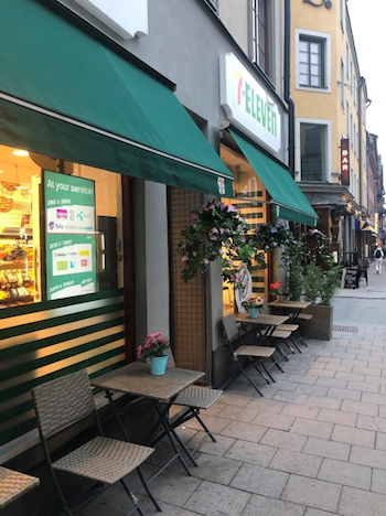 7-Eleven Outside Dining
