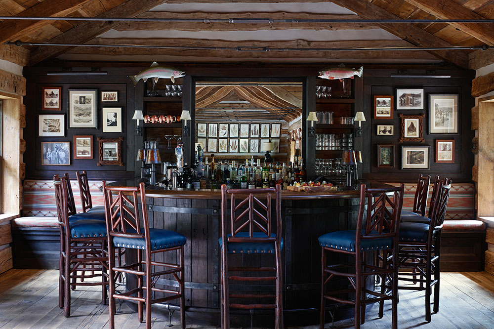 The Kokanee Lodge bar at Taylor River Lodge
