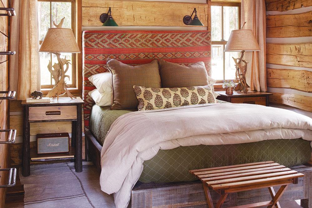 A cabin at Taylor River Lodge