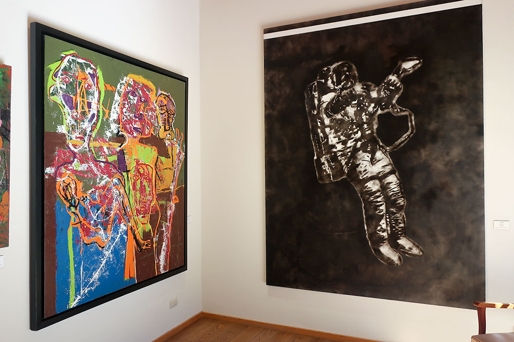 """Untitled"" (left) by Alejandro Santiago and ""Astronauta"" by Sabino Guisu at Galería Nudo"