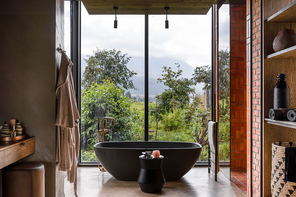A bath at Singita Kwitonda Lodge