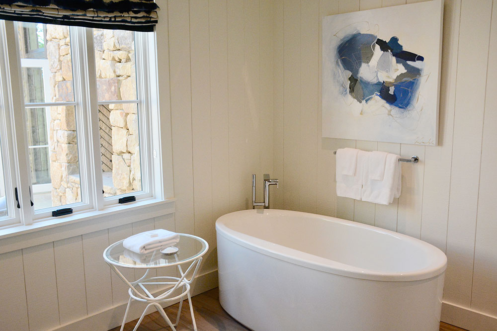 The bath of our Stone Cottage at Blackberry Mountain