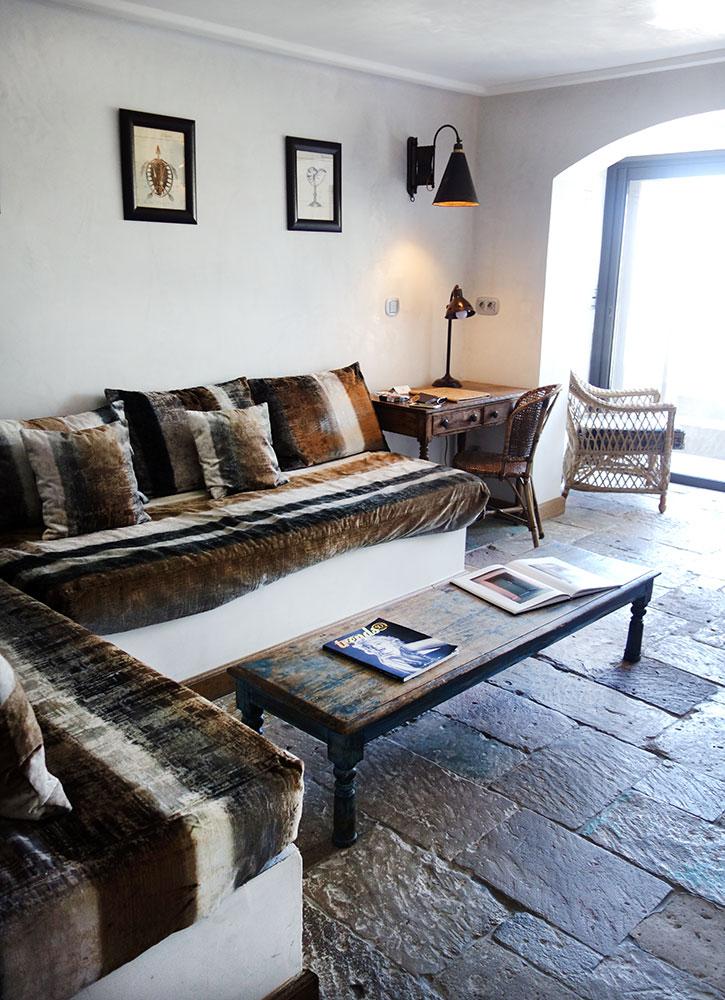 A sitting area in our suite at U Capu Biancu
