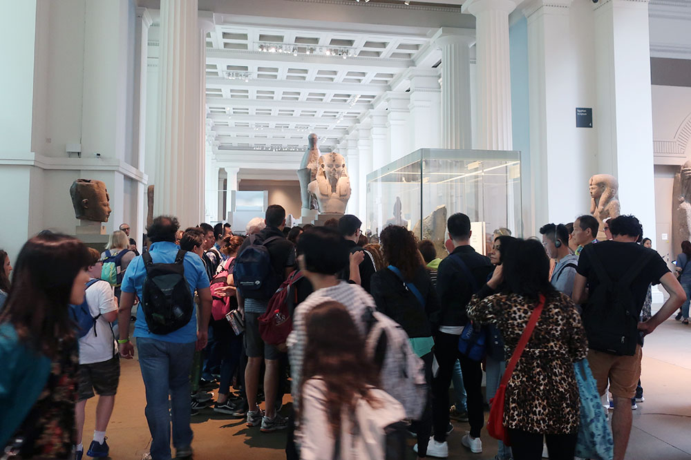 Tourists angling for a glimpse of the Rosetta stone
