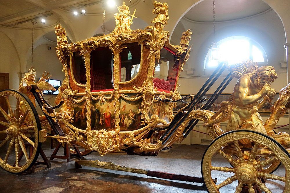A golden carriage on display at Buckingham Palace