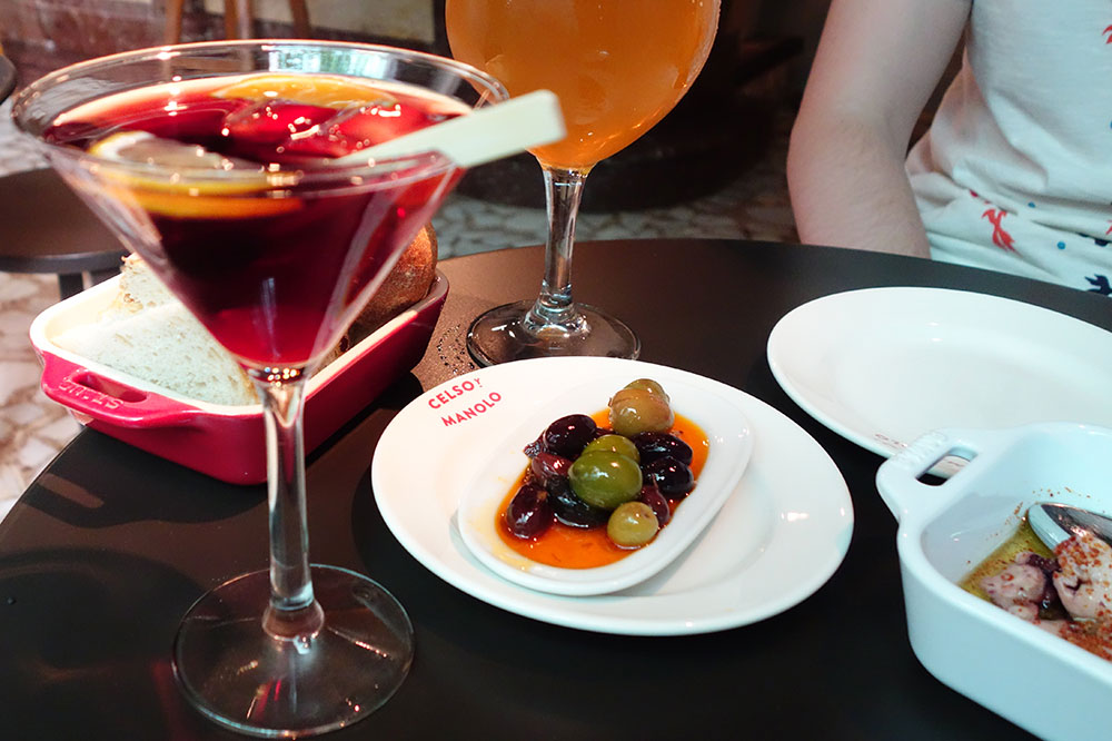 Cocktails and marinated olives from <em>Celso y Manolo</em>