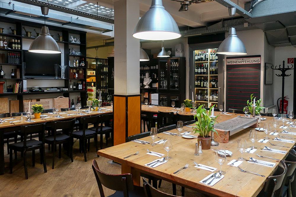 The dining room at 3 Hacken Magazin