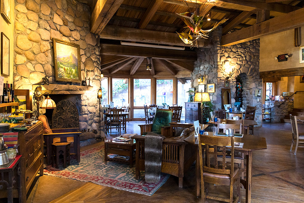 Lobby and dining area at El Portal Sedona