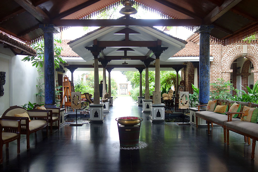 We were greeted at Svatma with flowers, sandalwood paste and fresh juice in the entry lobby