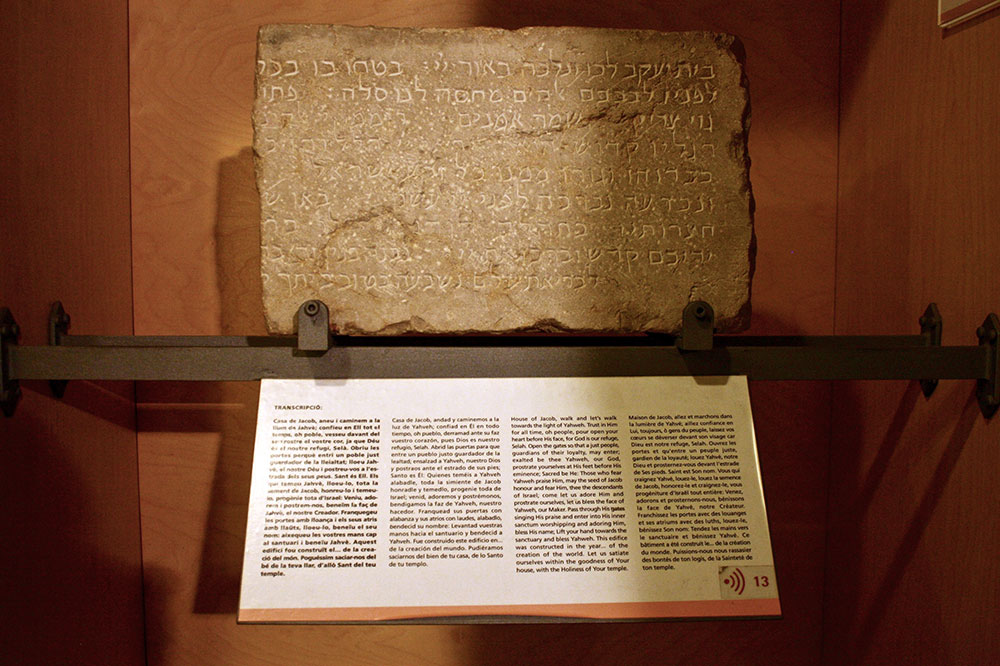 An exhibit at the Jewish History Museum showing a stone with an inscription of the Great Synagogue of Girona from the 14th century