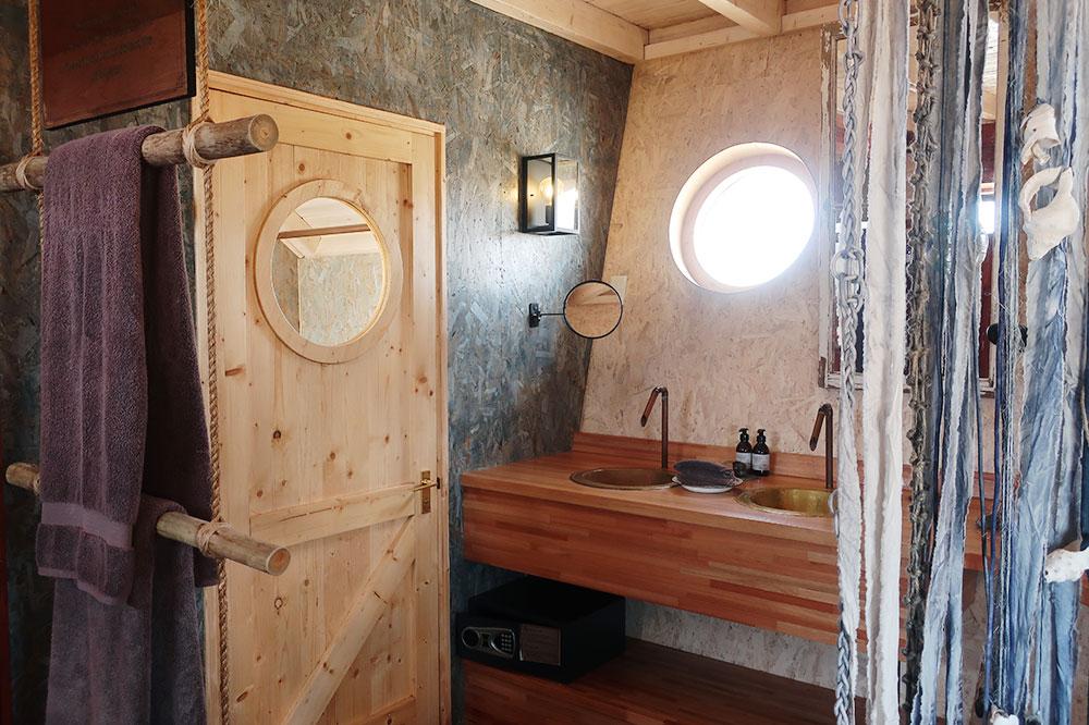 The bath of our villa atShipwreck Lodge